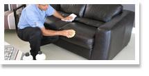 Nettoyage de meubles en cuir